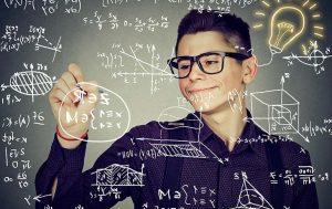 Junge rechnet Formeln