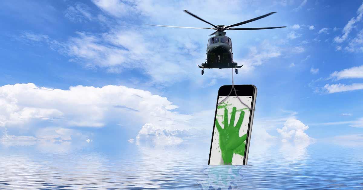 Helicopter zieht Smartphone aus dem Wasser