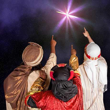Die Heiligen Drei Könige zeigen auf den Stern