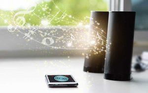 Bluetooth-Lautsprecher und Smartphone