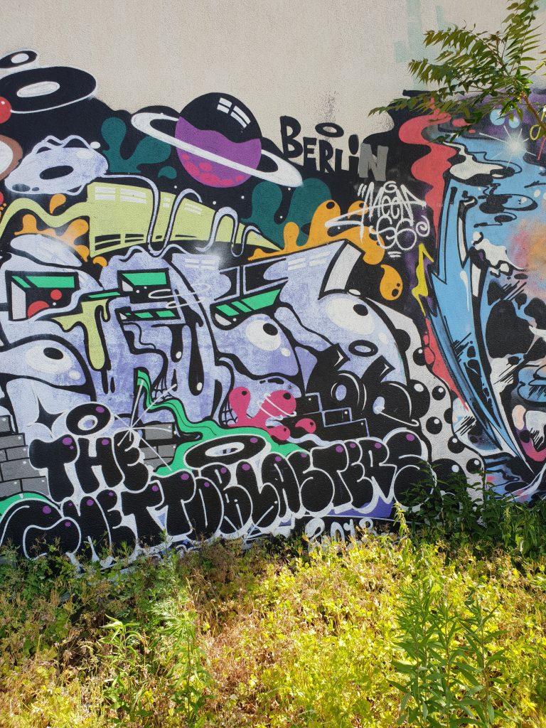 Das Graffiti zeigt die Kontraste