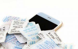 Smartphone in Trockenmittel