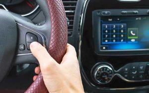 Handy am Steuer: Auto mit Freisprechanlage