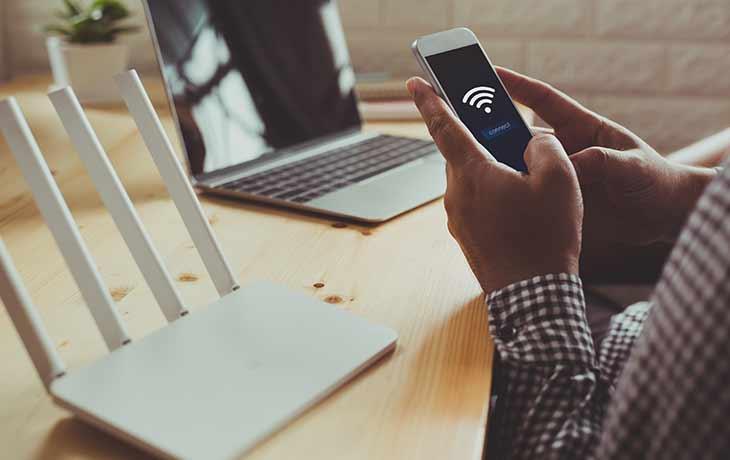 Router und Smartphone