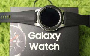 Samsung Galaxy Watch: Uhr auf Schachtel