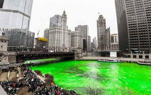 St. Patricks Day: Grüner Fluss durch Chicago