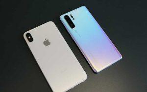 Huawei P30 Pro vs. iPhone Xs Max: Rücksiete der beiden Modelle