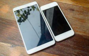 Smartphones vergleichen: Zwei unterschiedlich große Handys