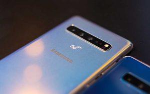5G-Handy 2019: Samsung Galaxy S10 mit 5G Aufschrift auf der Rückseite