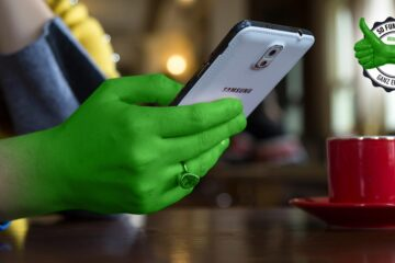Bildschirmaufnahme bei Samsung-Handys: Frau mit Samsung Handy in der Hand