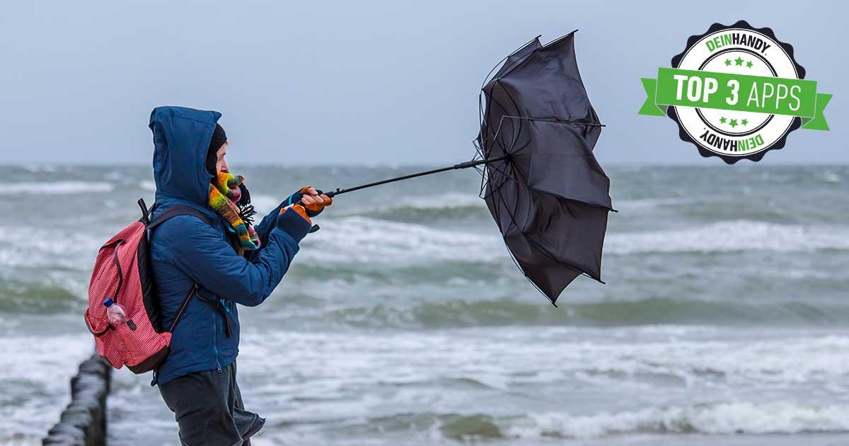 Wind-App: Frau mit Regenschirm im Wind