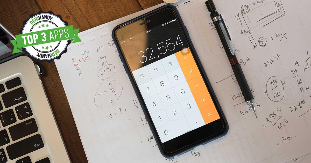 Taschenrechner-App: Handy auf einem Tisch
