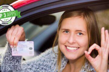 Führerschein-App: Frau mit Führerschein nach bestandener Prüfung