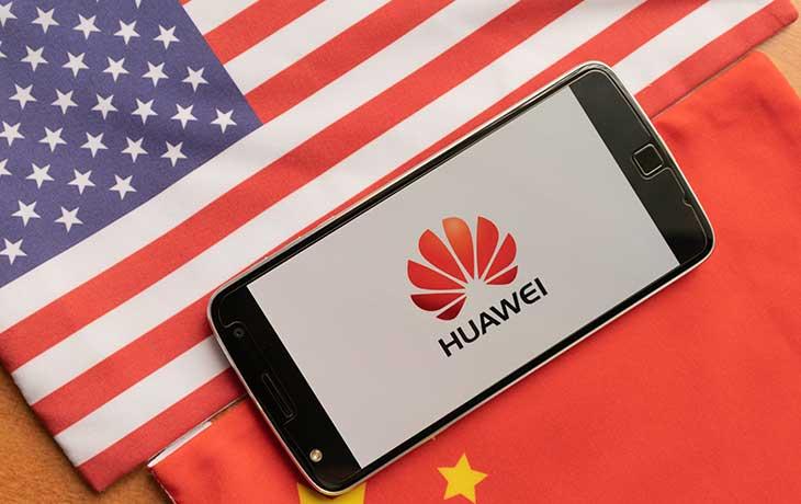 Huawei zwischen China- und USA-FLagge