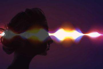 Schemenhafte Darstellung eines Kopfes mit Funkwellen.