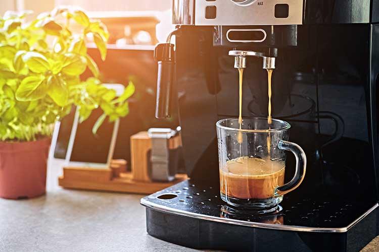 Smart Home: Kaffeemaschine macht frischen Kaffee