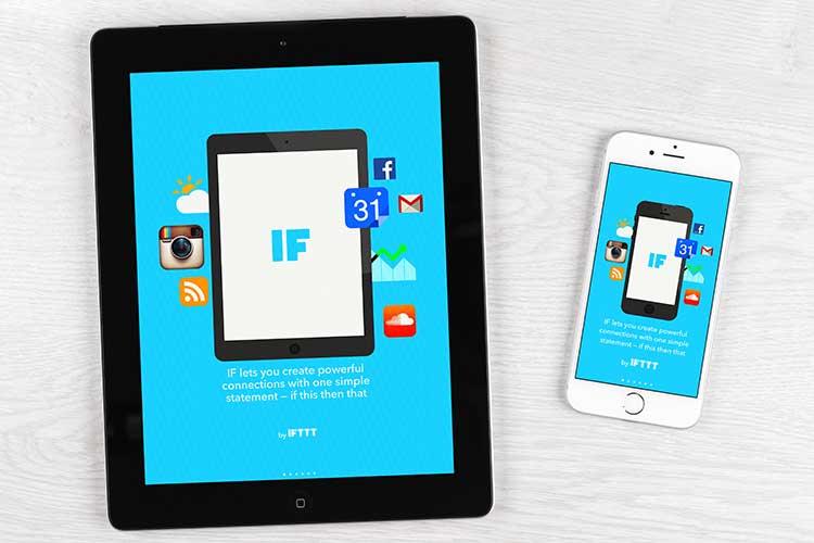 Tablet und Smartphone liegen nebeneinander und zeigen Startbildschirm von IFTTT