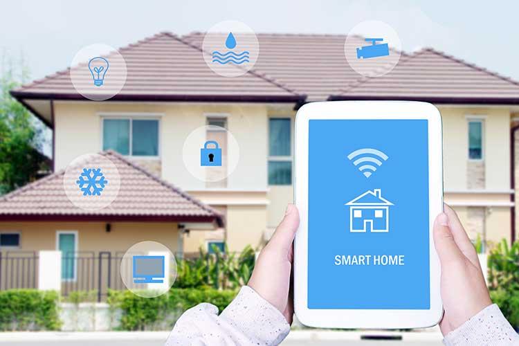 In einem Smart Home sind Geräte miteinander vernetzt und lassen sich per Tablet oder Smartphone steuern.