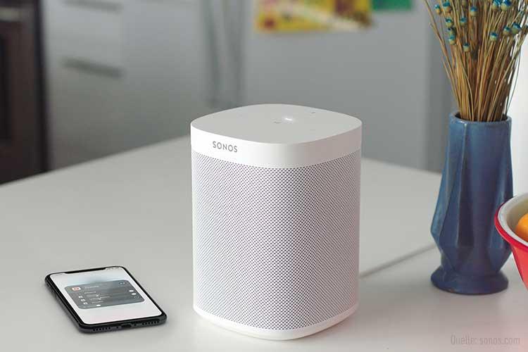 Sonos Lautsprecher mit Smartphone