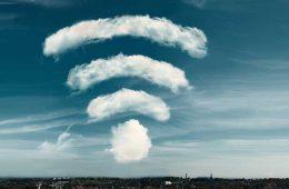 WLAN verbessern - Symbolbild WLAN-Signal aus Wolken.
