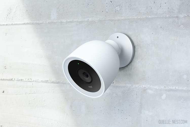 Nest Cam IQ-Außenkamera: Sicherheitskamera an einer grauen Wand