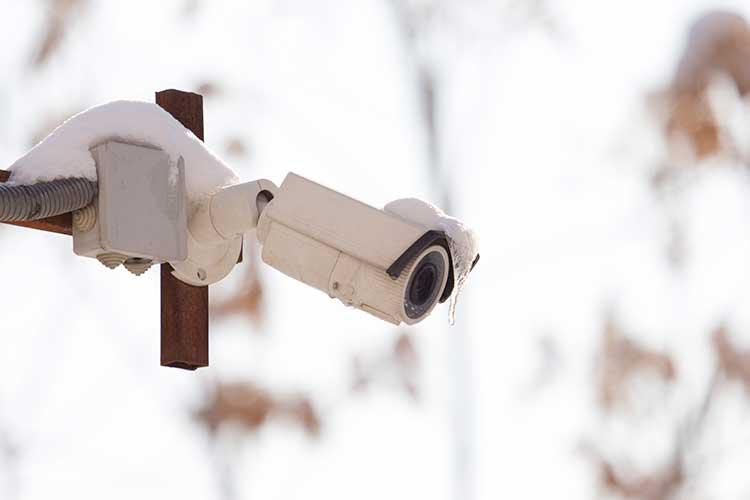 Weihnachten: Überwachungskamera im Schnee