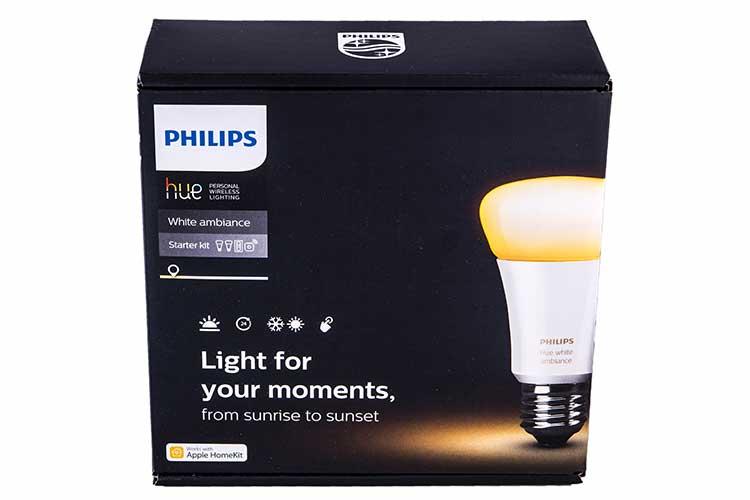 Weihnachten: Schwarze Verpackung von Philips Hue vor weißem Hintergrund
