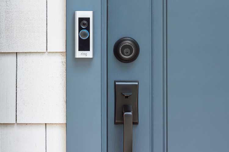 Ring Doorbell: Die Pro-Version an einer Haustür.